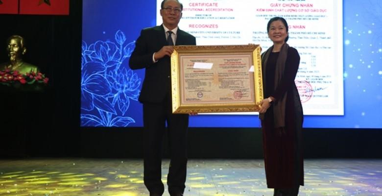 Trường Đại học Văn hóa TPHCM được công nhận đạt chuẩn kiểm định chất lượng giáo dục cấp cơ sở giáo dục